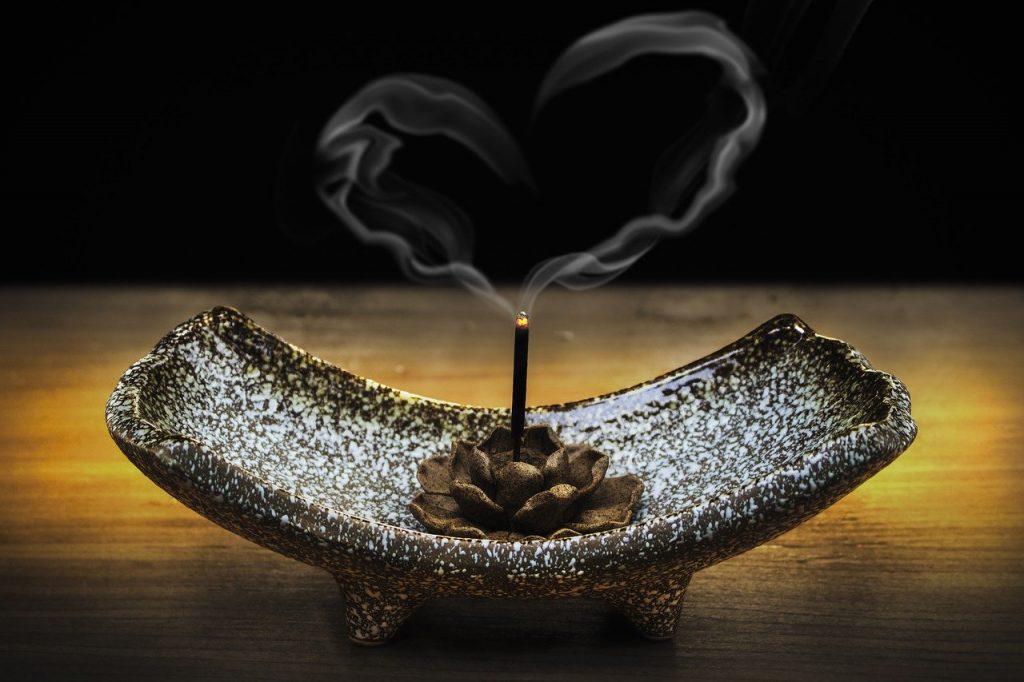 Quels encens utiliser pour purifier votre maison ?