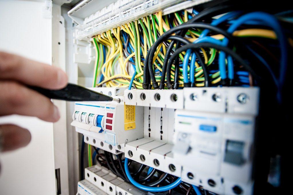 Comment mettre aux normes votre installation électrique ?