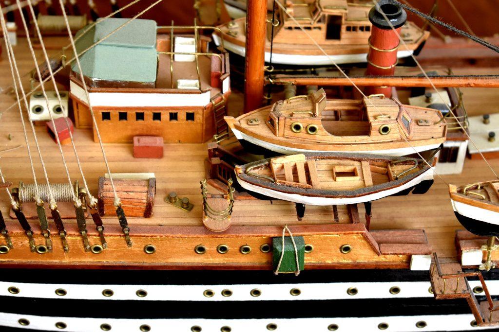 Entre passion et patience : Comment construire une maquette de bateau ?
